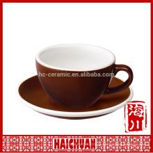 Новая керамическая чашка с блюдцем с цветным ободком