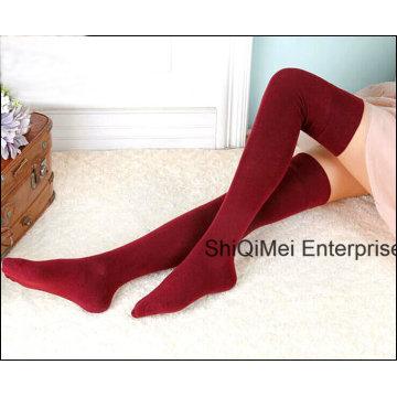 Dama de la moda las niñas algodón venta caliente calcetines largos hasta la rodilla medias