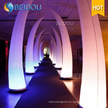Decoración de la boda Inflable Columna LED Arco Tube Conos de color marfil Tusk