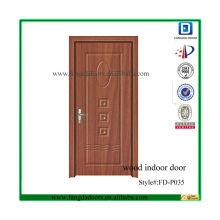 porte intérieure en bois classique en relief