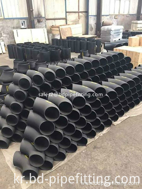 Alloy pipe fitting (37)