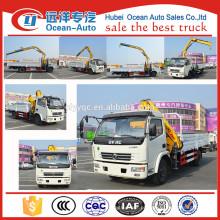 Caminhão de Dongfeng 4x2 do preço de fábrica com guindaste da carga para a venda