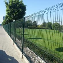 Забор из зеленой изогнутой проволочной сетки с покрытием из ПВХ
