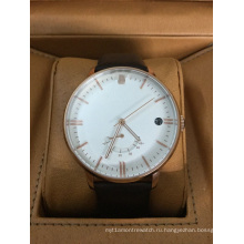 Кожаный ремешок часы с большим циферблатом и окошком даты