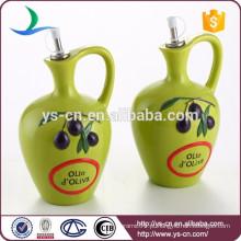 Green Ceramic Oil Bottle Com a alça