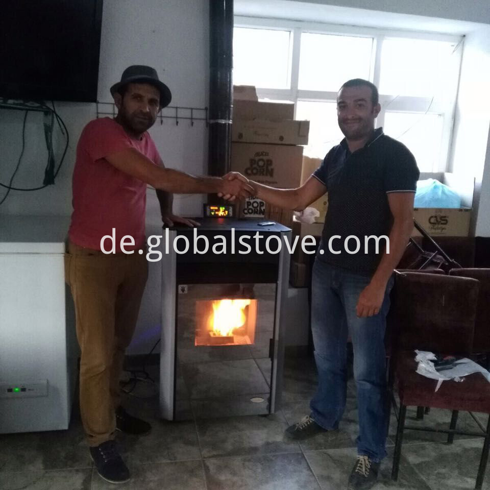 Built-in pellet stove