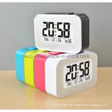 Relógio de mesa digital LCD com tela de calendário e modos de luz de fundo opcionais (LC835)