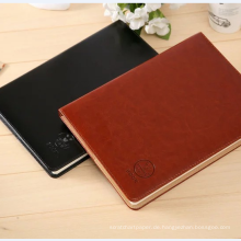 Tagebuch aus echtem Leder mit leerem Papier