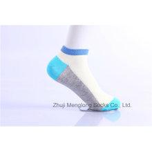 Calcetines de algodón de chica de moda hecha de colores brillantes de algodón fino
