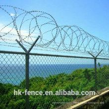 Звена цепи гальванизированная загородка с верху колючей проволоки и ячеистой сети диаманта для аэропорта или границы подала забор