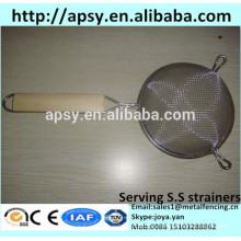KFC serving stainless steel baskets mini fried cesta chip strainers baskets with wood handle , stainless steel handle