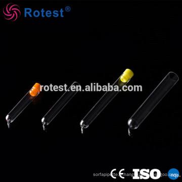 tubes à essai en plastique clair de laboratoire