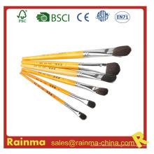 Кисть высокого качества с желтой ручкой