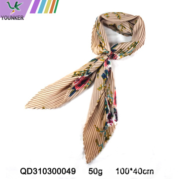 FOULARD SATIN AU DESIGN TRADITIONNEL CHINOIS