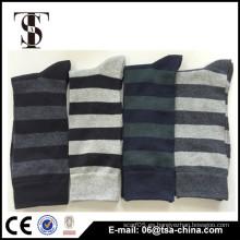 Calcetines clásicos de encargo del algodón del telar jacquar de la raya, calcetines de los hombres para la venta al por mayor,