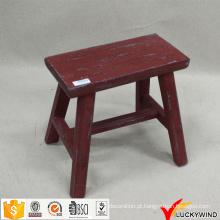Banco de madeira antiquado pequeno retângulo pequeno