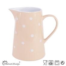 Acristalamiento rosa con jarra DOT blanca