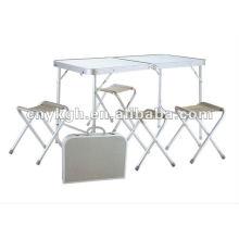 Mesa dobrável de alumínio e cadeiras de praia