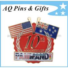Bandera del oro del metal cruzó la insignia del Pin con la insignia del esmalte (insignia-040)