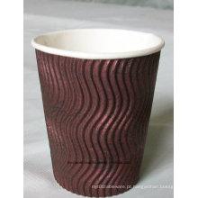 Copos de papel quentes isolados murados triplos descartáveis do café