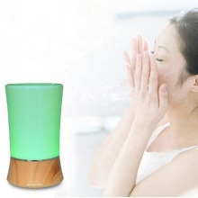 Kleiner Aromatherapie-Öldiffusor für den Schreibtisch