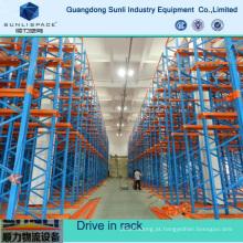 Movimentação de paletes de armazenamento multicamadas em rack