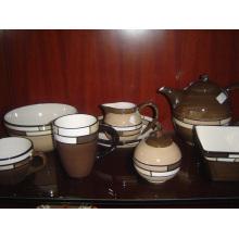 Service de vaisselle en céramique émaillée