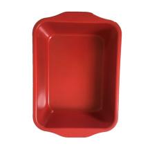Rote Farbe, die Lasagne-Pfanne mit Griff brät