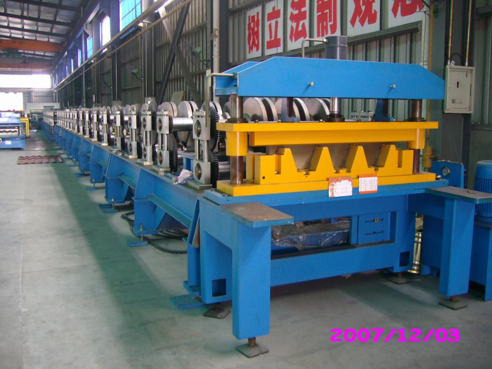 Popular Customized Floor Decking Floor Tiles Making Machine