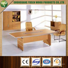 Современный дизайн офисной мебели с деталями