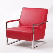 Elegante sillón de cuero moderno con marco de acero inoxidable