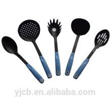 Schwarzes 5-teiliges Nylon-Küchenset mit blauem Griff