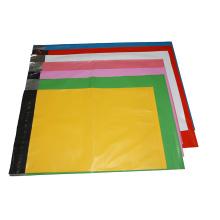 Varias bolsas de plástico con logotipo impreso a color