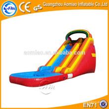 Nouvelle conception toboggan à eau gonflable bon qualtiy PVC gonflable piscine arc-en-ciel à vendre