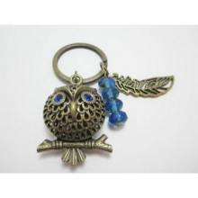 Búho bronce con gema azul ojos tonos tierra llavero