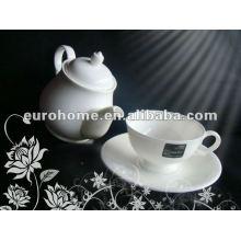 Tetera de porcelana blanca para la casa de té