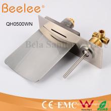 Cromado plateado con manivela de acero inoxidable Mango de una palanca Grifo de montaje de pared de lluvia