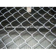 Low-Carbon Iron Wire Material and Square Hole Shape chain link fence