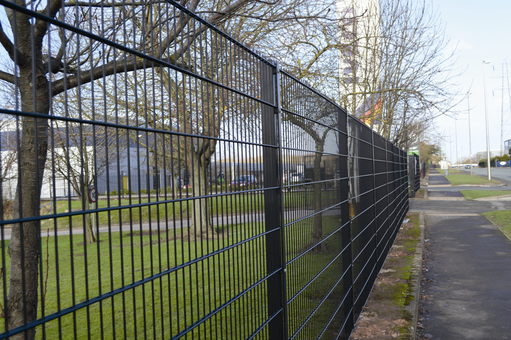 Continued supply twin wire fencing