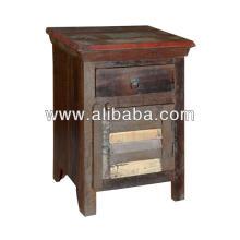 Reciclar a cor de madeira ful velho lado da cama de acabamento