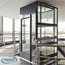 Ascensor panorámico eléctrico interior de la sala de máquinas