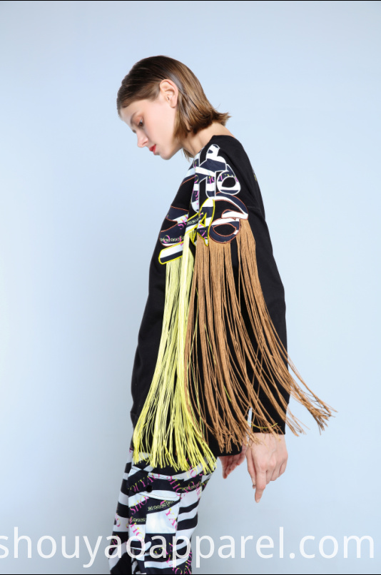 LADIES SWEATSHIRT WITH CONTRAST TASSELS