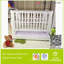 Mobilier en bois massif de bébé avec tiroir