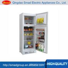 utensílios de cozinha em casa querosene geladeira e freezer
