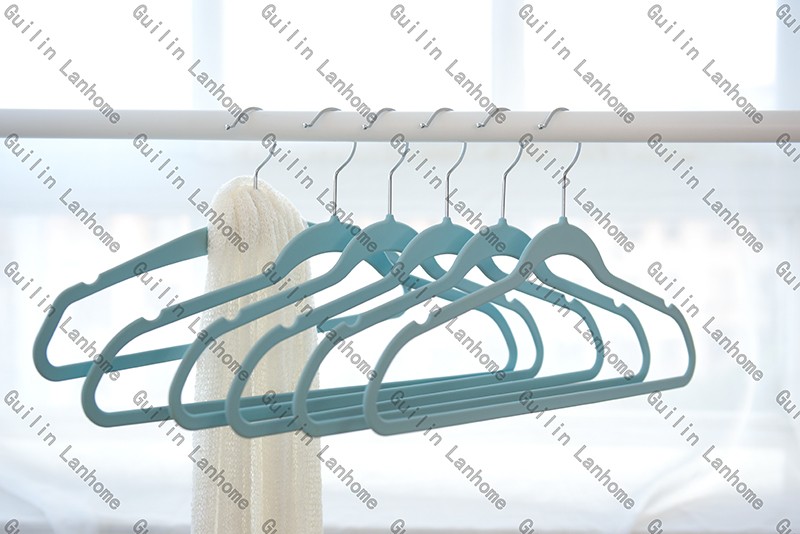 Rubber Coated Hanger 45505