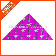 Мода дешевые уникальные печатные бренд треугольник Pet Bandana