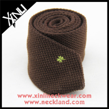 Cree su propia marca Logotipo personalizado del bordado Cuello hecho punto Corbatas de lana para hombre