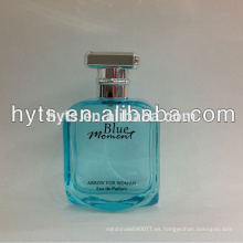 botella de perfume azul mujer momento