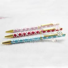 Тонкая стильная металлическая подарочная ручка с красивым дизайном клипа
