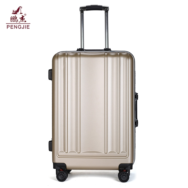 Best-lightest-hard-case-polycarbonate-carry-on (1)